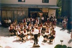 TMK um 1975 am Dorfplatz